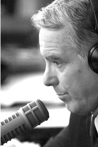Governor Howard Dean on microphone